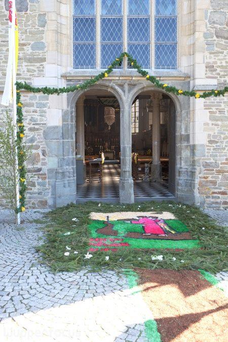 Offenes Kirchenportal