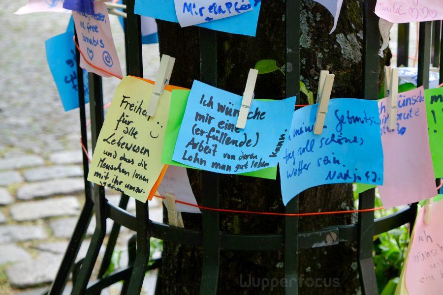 Zettel am Wunschbaum