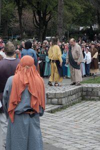 Magd des Hohenpriesters mit Petrus
