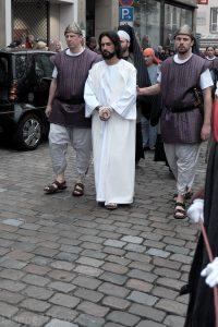 Jesus Christus auf dem Weg zur Laurentiuskirche
