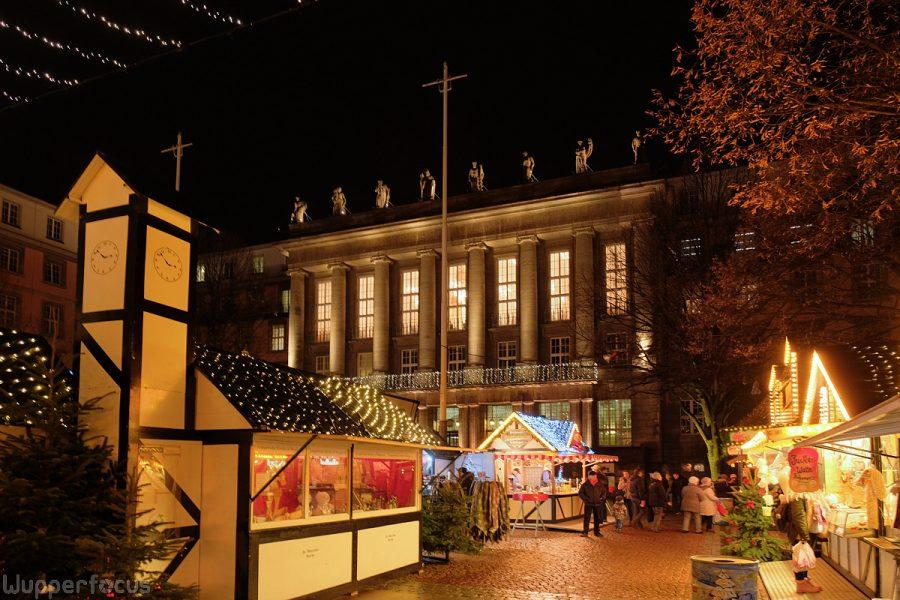 Weihnachtsmarkt in Barmen 2017. Wuppertaler Rathaus