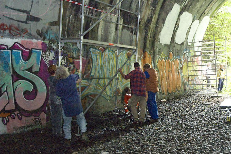 Tanztunnel: Weiter mit der Arbeitsbühne