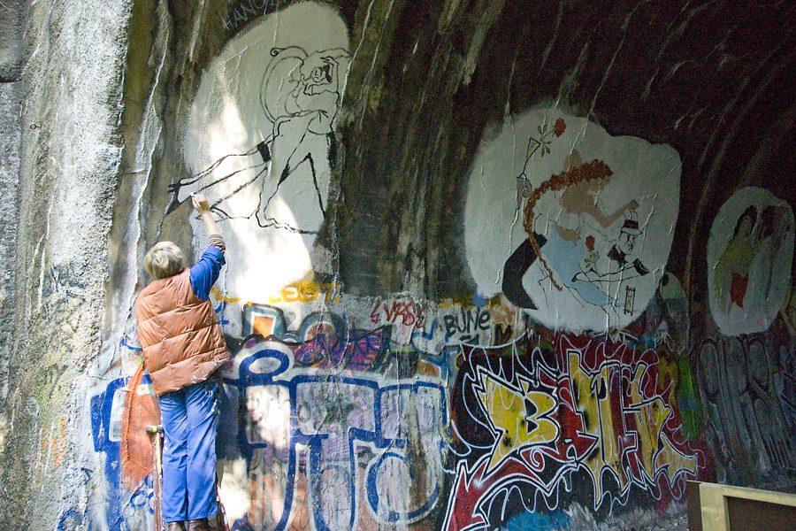 "Tanztunnel: Dajana Meier painting ""Hängende""1"