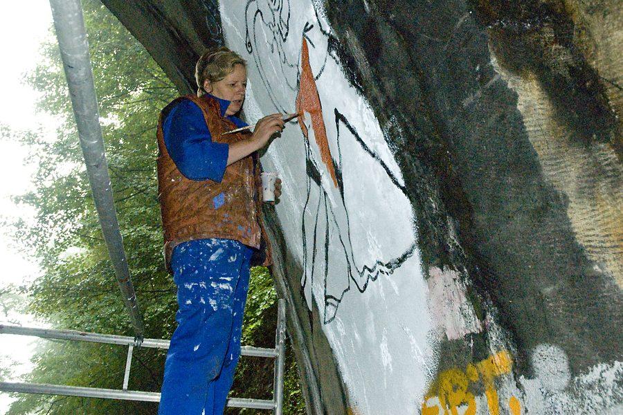"Tanztunnel: Dajana Meier painting ""Hängende""2"