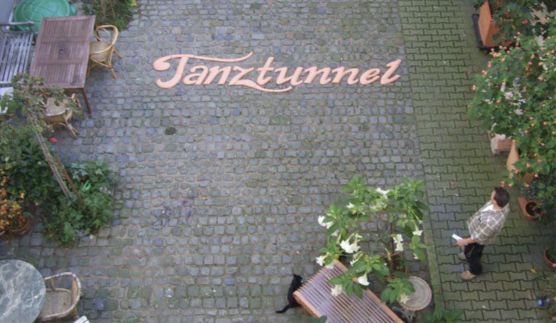 Tanztunnel: Schriftzug is ready